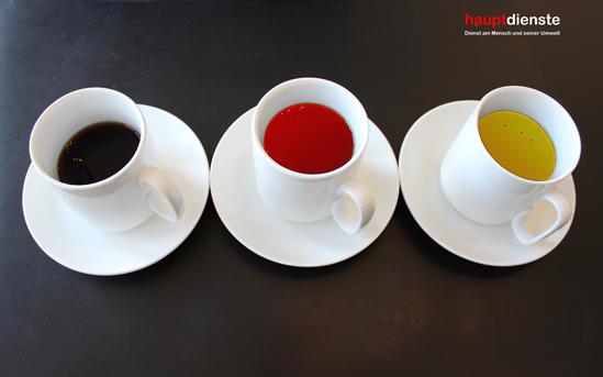 Schwarz, rot, goldener Kaffee.